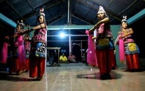 tari lariangi warisan budaya dunia asal wakatobi sulawesi tenggara